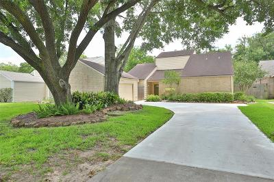 Sugar Land Single Family Home For Sale: 13911 Greenway Drive