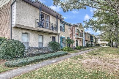 Friendswood Condo/Townhouse For Sale: 3868 Laura Leigh Drive