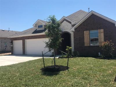 Navasota Single Family Home Pending Continue to Show: 7417 Saint Andrews Drive