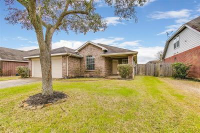 Pearland Single Family Home For Sale: 2703 Courtyard Lane