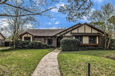 Friendswood Single Family Home For Sale: 1203 Middlecreek Street