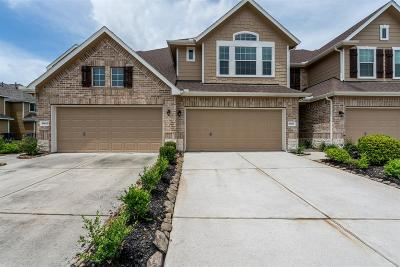 Spring Condo/Townhouse For Sale: 18613 Serenity Loch Drive