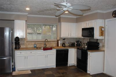 Friendswood Single Family Home For Sale: 1301 Oak Hollow Drive