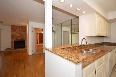 Condo/Townhouse For Sale: 4001 Nasa Parkway #133