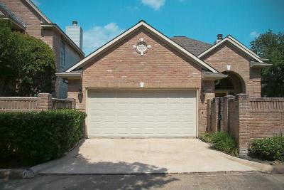 Houston Single Family Home For Sale: 6834 Oakwood Trace Court