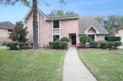 Single Family Home For Sale: 15814 Knoll Lake Drive