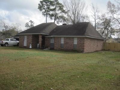 Liberty Single Family Home For Sale: 212 Cardinal Drive