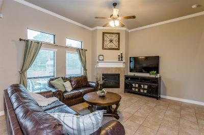 Spring Single Family Home For Sale: 606 Aulia Lane