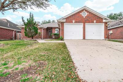 Friendswood Single Family Home For Sale: 2730 Safe Harbour Circle
