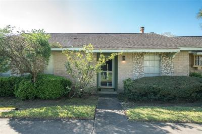 Fort Bend County Condo/Townhouse For Sale: 7131 Chasewood Drive