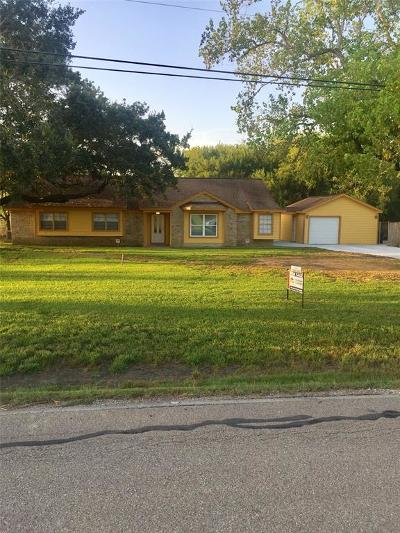 Alvin Single Family Home For Sale: 2127 County Road 367