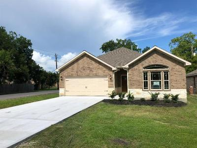 La Porte Single Family Home For Sale: 118 Martin Luther King Drive