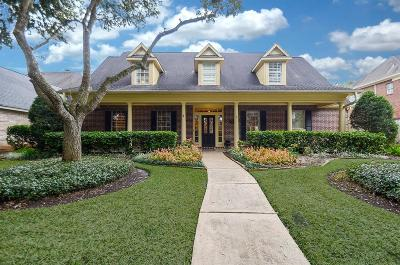Sugar Land Single Family Home Option Pending: 30 Saint Simons Court