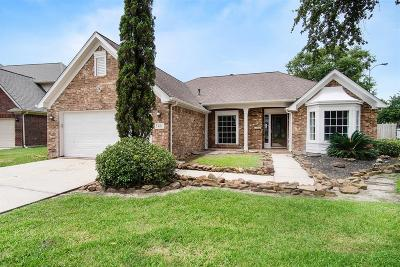 Baytown Single Family Home For Sale: 8211 Poplar Court