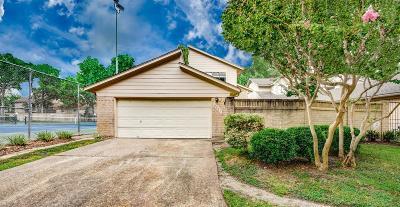 Houston Single Family Home For Sale: 8021 Oakwood Forest Drive