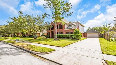 Pearland Single Family Home For Sale: 3709 Pinehurst Drive