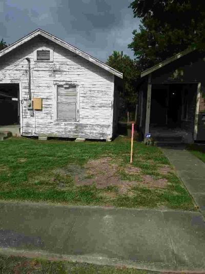Single Family Home For Sale: 1614 Wipprecht Street