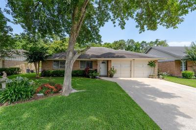 Friendswood Single Family Home For Sale: 208 Ron Circle