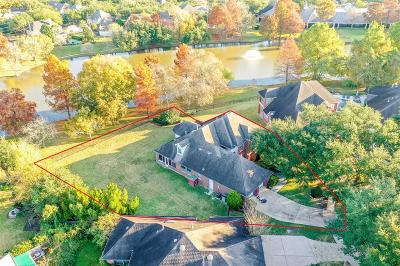 Sugar Land Single Family Home Option Pending: 4615 Crescent Lakes Circle