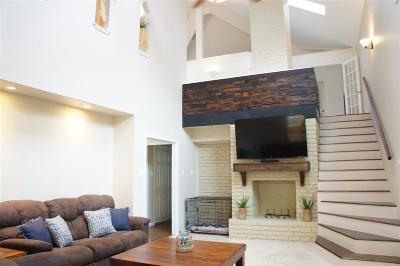 Dickinson Single Family Home For Sale: 210 W Bayou Drive
