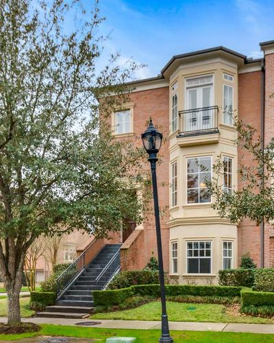 The Woodlands Condo/Townhouse For Sale: 71 Colonial Row Drive