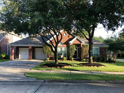 Friendswood Single Family Home For Sale: 2908 Autumn Cove Court