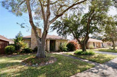 Deer Park Single Family Home For Sale: 2221 Wayside Court