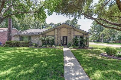 Spring Single Family Home For Sale: 17655 Seven Pines Drive