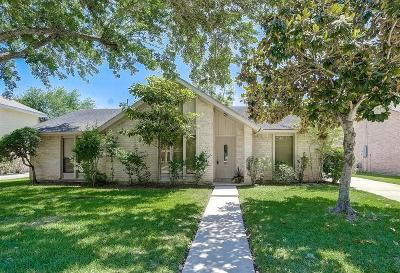 Sugar Land Single Family Home For Sale: 2906 Colonial Drive