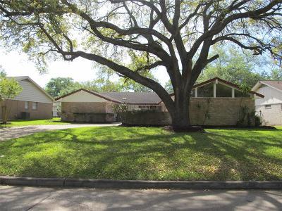Nassau Bay TX Single Family Home For Sale: $249,900