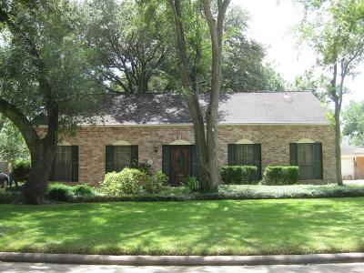 Sugar Land Single Family Home Option Pending: 13719 Lynnwood Lane
