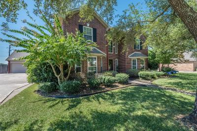 Friendswood Single Family Home For Sale: 518 Meadow Bend Drive