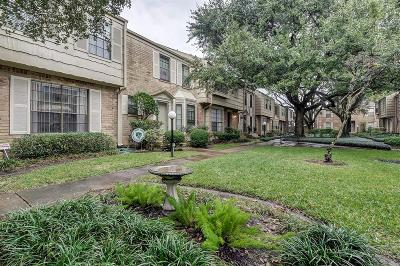 Houston Condo/Townhouse For Sale: 7505 Memorial Woods Drive #8A