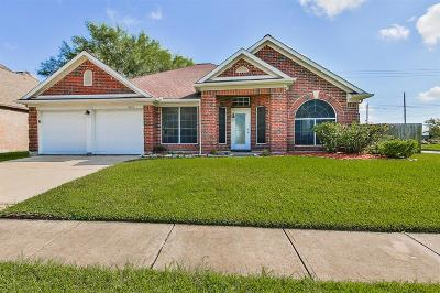 Friendswood Single Family Home For Sale: 15623 Contender Lane