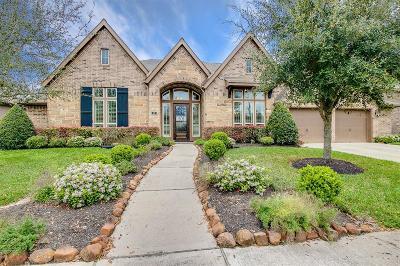 Single Family Home Option Pending: 59 High Bank Drive