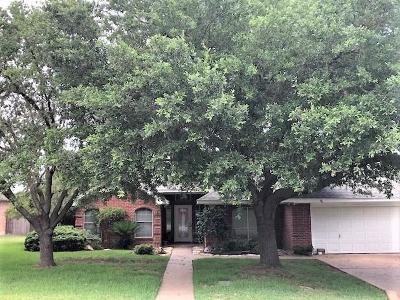 Single Family Home For Sale: 2602 Twisted Oak Drive