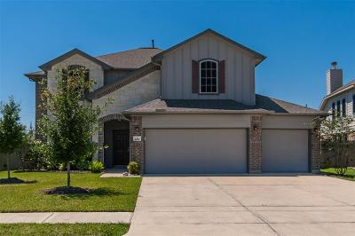 Baytown Single Family Home For Sale: 4810 Crescent Lake Circle
