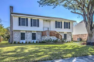 Friendswood Single Family Home For Sale: 527 E Castle Harbour Drive