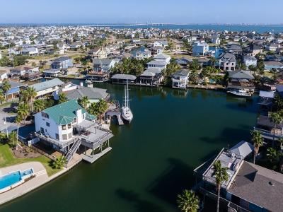 Tiki Island Single Family Home For Sale: 201 Sampan Drive