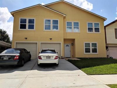 Houston Multi Family Home For Sale: 7703 S Hollow Glen Lane E