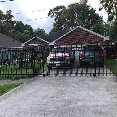 Single Family Home For Sale: 8121 Hamlet Street