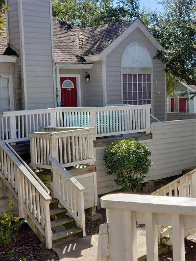Friendswood Condo/Townhouse For Sale: 111 Dunbar Estates Dr Drive #704