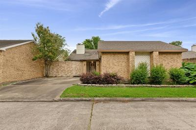 Single Family Home For Sale: 1723 Plumbwood Way