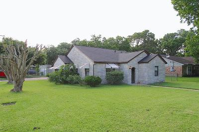Pearland Single Family Home For Sale: 2124 N Galveston Avenue