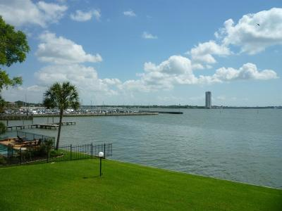 Nassau Bay Condo/Townhouse For Sale: 351 Lakeside Lane #102