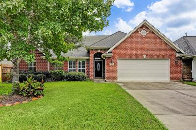 Friendswood Single Family Home For Sale: 403 Friends Knoll Lane