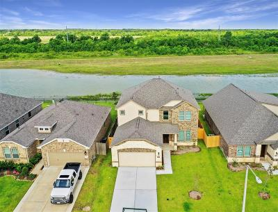 Alvin Single Family Home For Sale: 427 Lake Line Drive