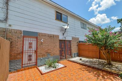 Houston Condo/Townhouse For Sale: 7047 Chasewood Drive