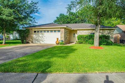 Angleton Single Family Home For Sale: 1033 Crossing Road