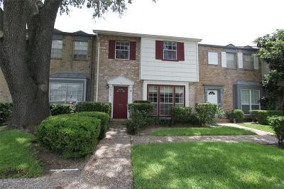 Houston Condo/Townhouse For Sale: 8519 Ariel Street